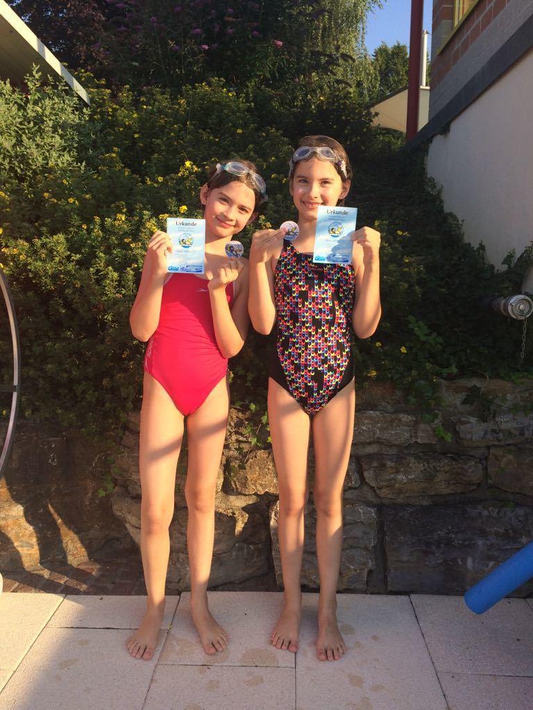 Sarah und Julia  beide mit Seehund Trixie